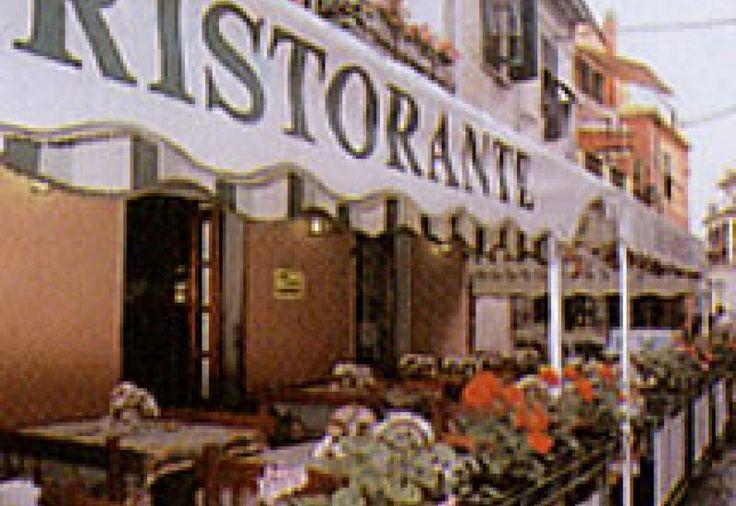 Un angolo d'altri tempi nel centro storico. Sale del 1300 con volte di mattoni e pietranova del mesco, cucina tradizionale e tipica. Scelta dei vini tra 130 etichette.