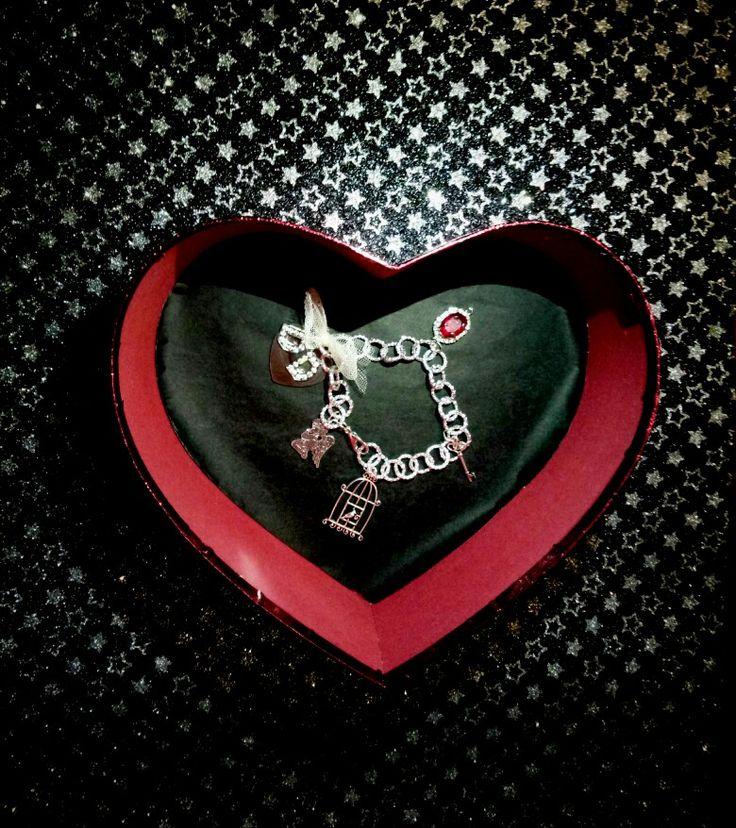 ❤Dedicato a tutte le forme di Amore....lui che risiede nei nostri intrecci...bracciale con charms a tema...grazie DD per aver scelto CreaCi❤  #creaCi #colcuore #creation #handmade #bijouxpersonalizzati #accessorize #bijouxbrigitte #pandorabracelet #pandora #stroilioro #amore #sanvalentino #pendants #charms #pendenti #hearts #amicizia #mood