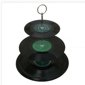 Love this.  I have SO many old records that need to be put to good use.  Clever idea!
