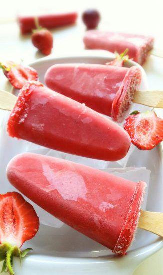 lody truskawkowe na patyku