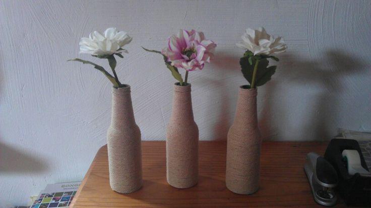 Creatief met bierflesjes, touw en bloemen..