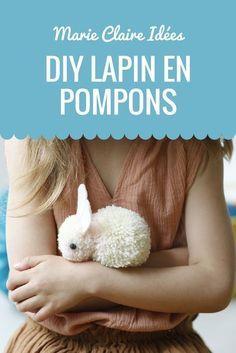 En assemblant deux pompons ensemble, créer un lapin tout doux ! Un DIY trop mignon à faire avec vos enfants.