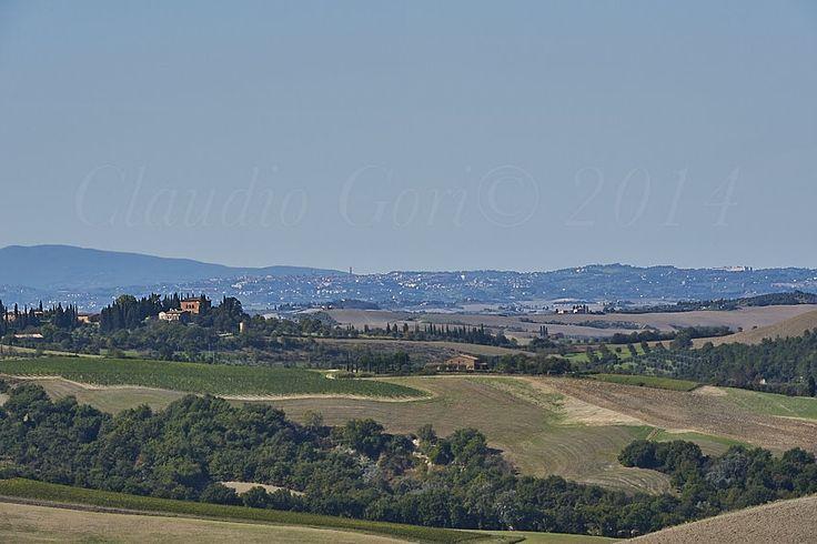 Campagna Senese nella zona delle Crete, con Siena sullo sfondo.