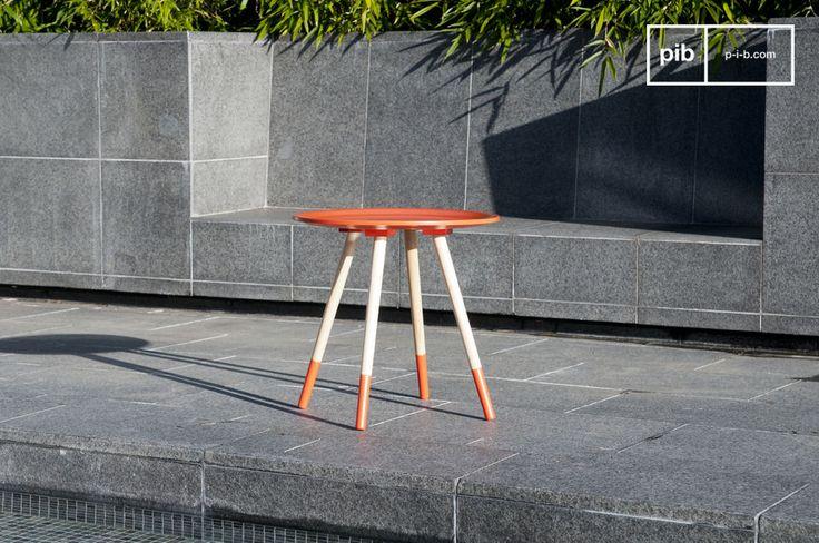 Il tavolino Sukät , grazie alla perfetta combinazione tra colori e linee tipiche del design nordico, sarà perfetto vicino al vostro divano o come comodino nella vostra camera da letto
