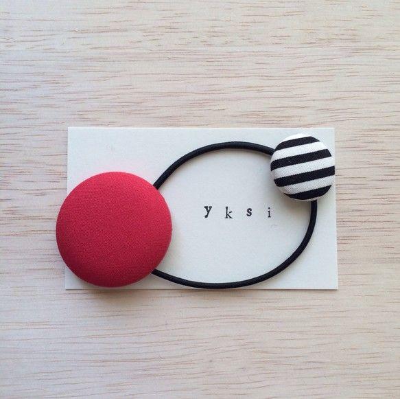 大小2サイズのくるみボタンを使用したヘアゴムです。親子で使えますので お子様と共有していただいたり、色違いでさりげなくお揃いにしていただいてもステキです。⚫︎...|ハンドメイド、手作り、手仕事品の通販・販売・購入ならCreema。