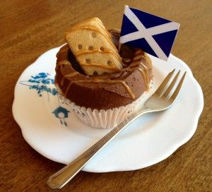 A braw cupcake to fill ye wi pride on St Andrew's Day… Delicious crushed shortbread sponge filled with caramel, topped with dark chocolate buttercream and adorned with a St Andrew's Cross.