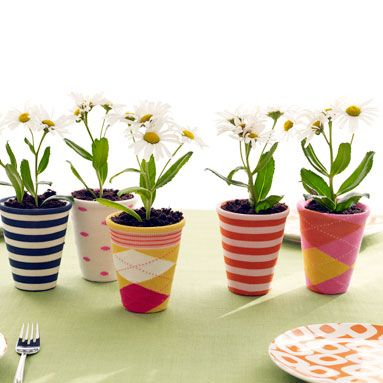 These small planters are dressed up with fun socks!Plants Can, Summer Centerpieces, Ideas, Little Flower, Socks, Gardens, Flower Pots, Handmade Gift, Crafts