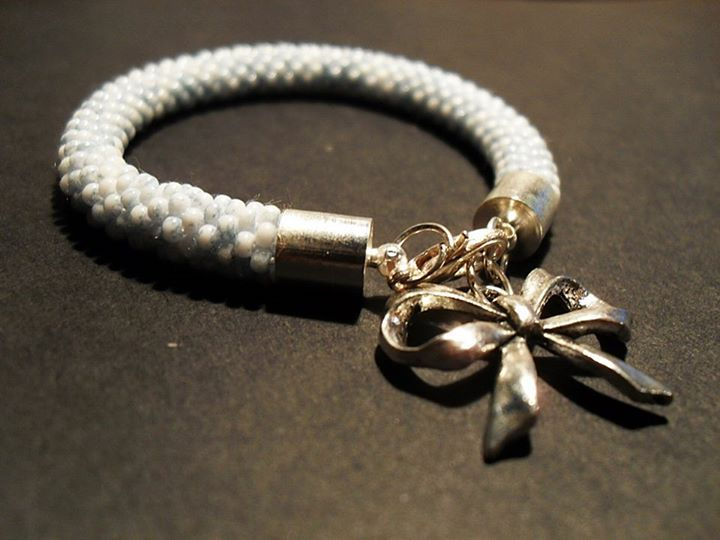 #02 #toho #beads #bow