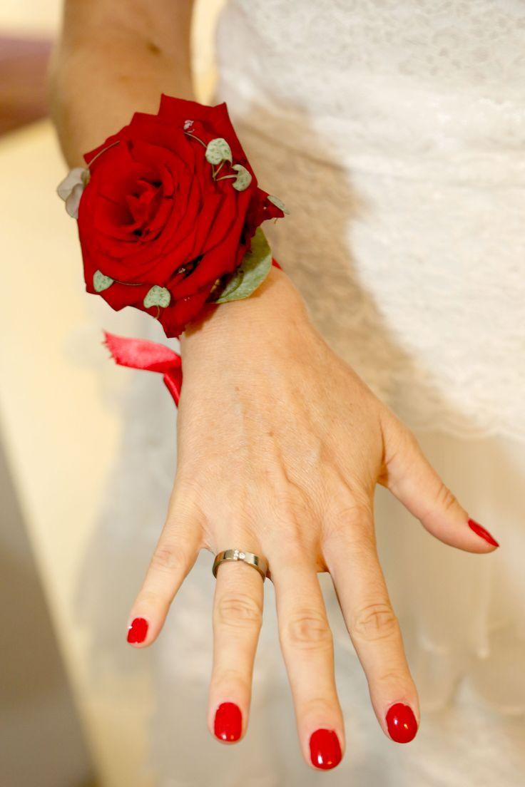 #polscorsage #rode #roos #bruiloft #romantiek gemaakt door #sanneboots