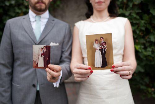 Coole Idee: Hochzeitsfotos der Eltern    Foto: hochzeitsbildergeschichten.de