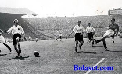 Sejarah Bola Modern