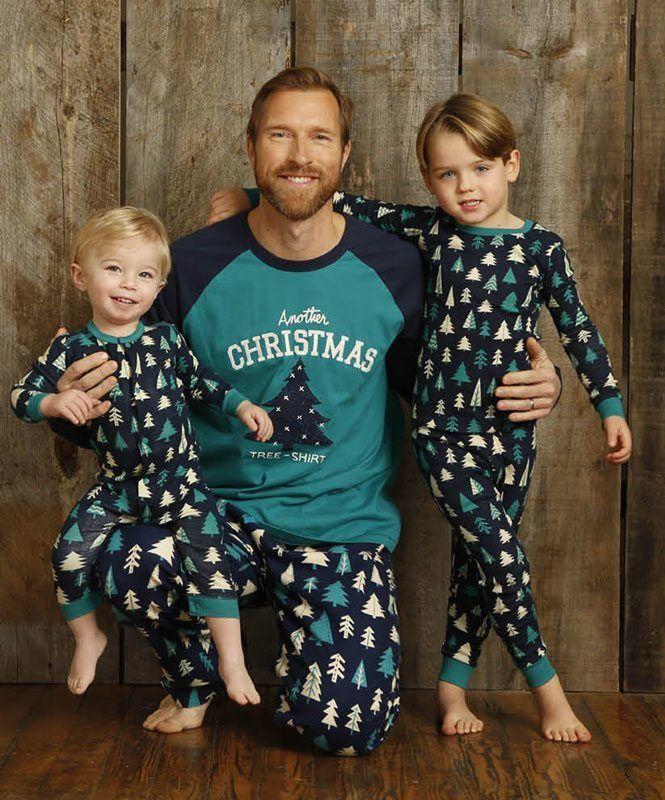 Pijama para hombre en clave Navideño de la marca canadiense #Hatley - Little Blue House. Esquijama, homewear para un regalo diferente ésta Navidad. #moda #modahombre #regalos #navidad http://www.varelaintimo.com/40-pijamas