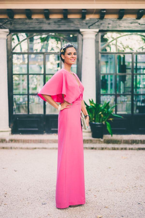 Look para invitada a una boda de tarde en verano Dresseos vestido largo rosa fucsia pink