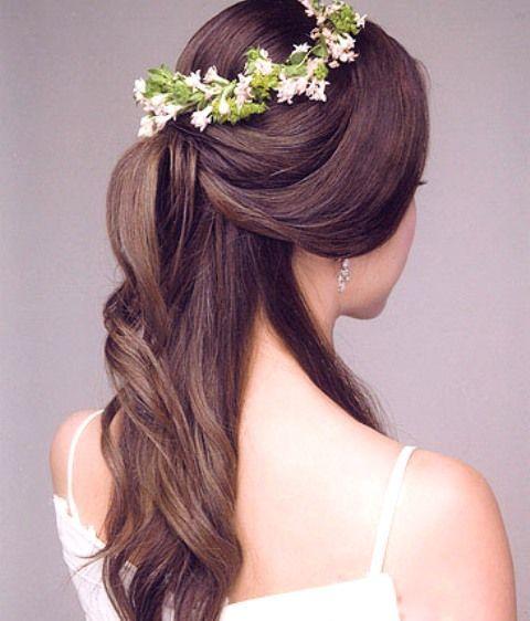 Herrlich-Look Macht Die Hälfte-Up-Frisur Mit Langen Haaren Auf Hochzeit