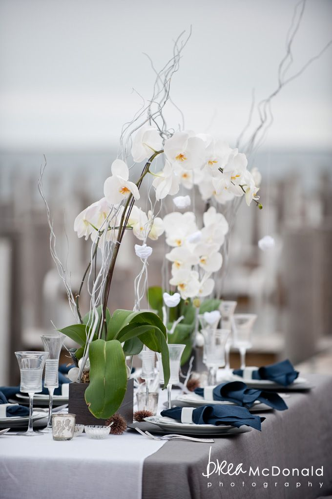 Gray tablecloth with blue napkins