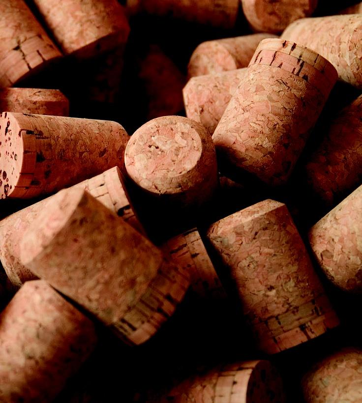 El sector corchero español produce 3.000 millones de tapones, de los cuales 1.300 millones se destinan a espumosos y 1.700 a los vinos.
