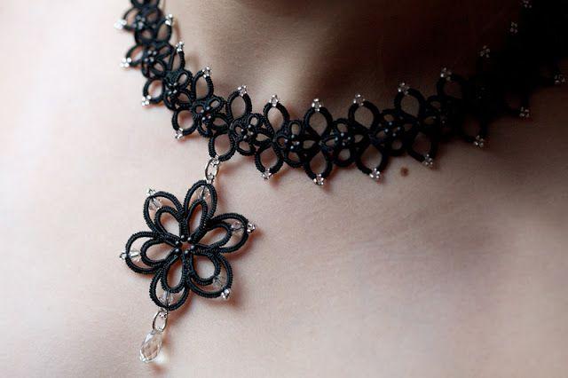 collier inspiré du Jane's bookmark revisité et d'une fleur de l'atelier Merrique.