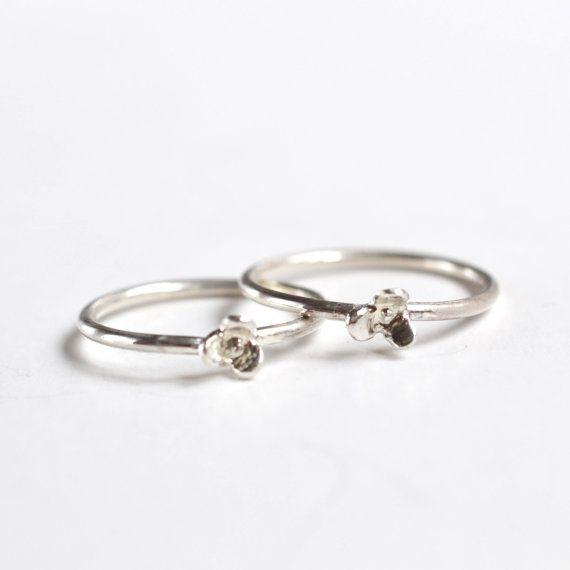 Best Friend Gift   Set of 2 mini Flower Rings Jewelry made by kornelia, Belgium www.kornelia.be etsy: korneliaShop #flower #gift #bffgift #ring #flowerjewelry #friendsjewelry #bestfriends