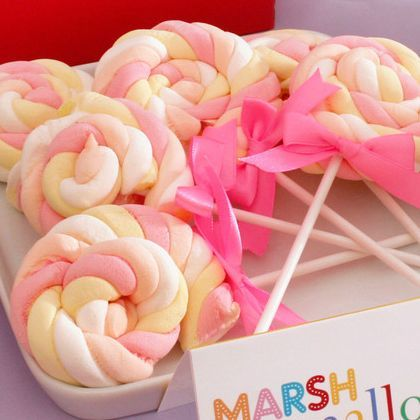 Marshmallow Lollipops