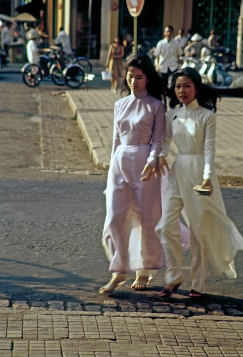Ladies in ao dai - Saigon 1963