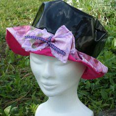 Chapeau de pluie créateur enfant noir doublé d'un coton rose