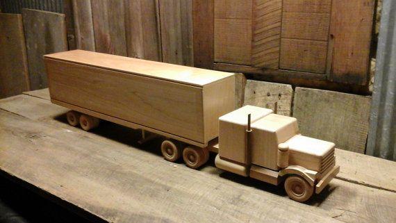 Camion giocattolo di legno dell'annata camion in di theuglyottoman