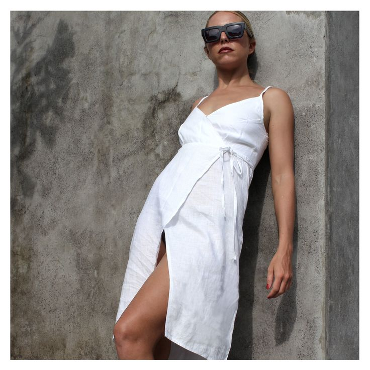 Classic and stylish summer dress.  London Wrap dress from Weekend by Project Fifteen.  Made from 100% Linen with cotton lining.
