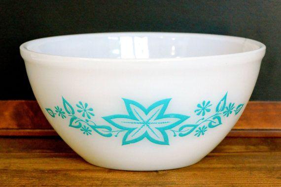Crown Pyrex round mixing bowl