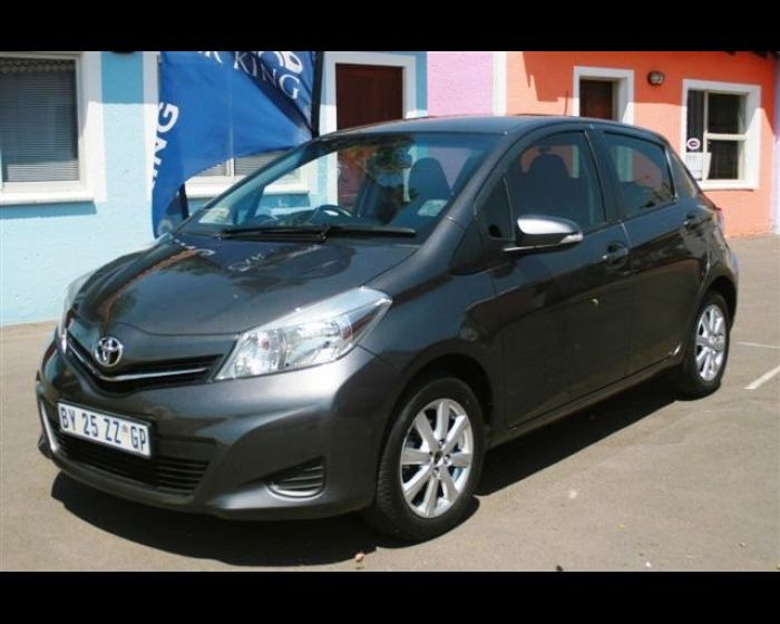 2012 TOYOTA YARIS 1.3 XS CVT 5DR , http://www.carsusedcars.co.za/toyota-yaris-used-for-sale-ravenswood-eastrand-boksburg-gauteng_vid_5532777_rf_pi.html