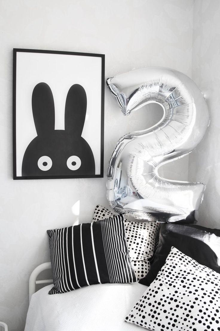 www.therez.se | #blackandwhite #twoyearsold #silverballoon