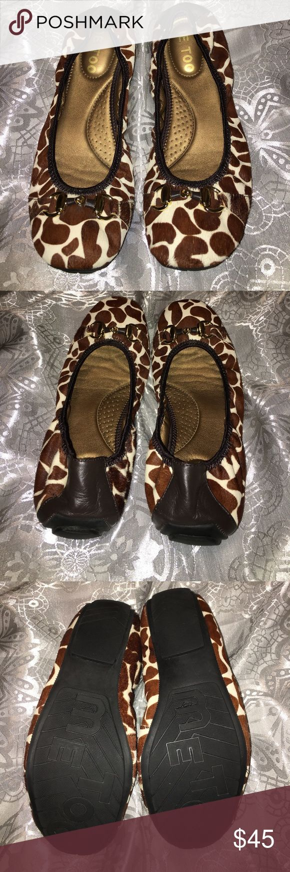 Me Too leather upper shoe, giraffe women's size 8 Me Too leather upper, giraffe print, flat shoe in women's size 8.  Excellent condition.  Cushioned inner sole. me too Shoes Flats & Loafers