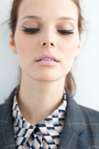 /: Beautiful Makeup, Catey, Eyeliner, Eye Makeup, Cat Eye, Pastel Pink, Pale Pink, Pink Lips, Eye Liner