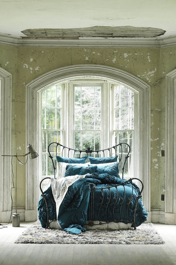 #bohemian This bed thy centre is, these walls thy sphere ( John Donne )........ I WANT this bed