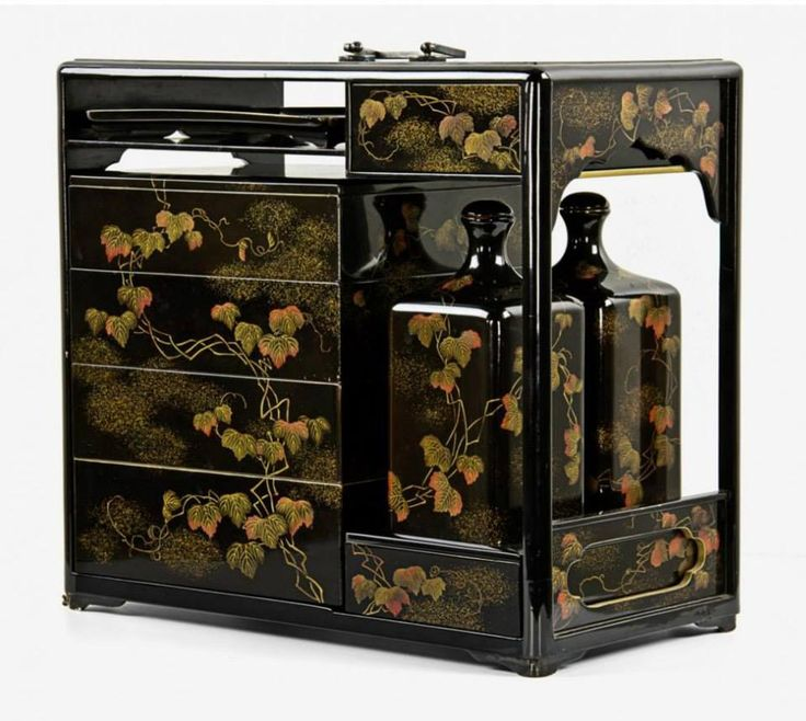 Japanese lacquered wooden Sage-Jūbako (提げ重箱) portable picnic set, 19th century ~ all with black lacquer ground decorated in gold and red with elegant branches of autumn leaves. The picnic set was used traditionally in Japan for the transportation of meals on special occasions such as outings to temples or festivals. .......PARTAGE OF JUST LOVE JAPAN......ON FACEBOOK.........