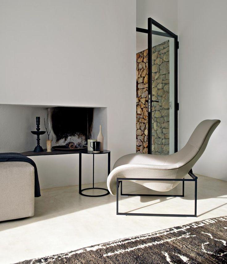 Het vierkante frame en een ronde stoel daarin in goed bedacht