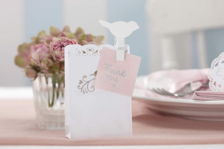 These vintage inspired little wooden bird pegs are perfect decorative pieces for your dinner table, wedding reception, corporate event or home. Attached one of these pegs to a wine glass to make a unique alternative place card holder. Pack of 10.