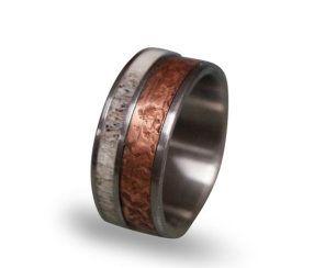 Paladium-Ring mit Kupfer und Hirschhorn Einsatz | Foto von RingOrdering via Etsy |https://www.hochzeitsplaza.de/ringe/eheringe-carbon | #hochzeit #hochzeitsplanung #eheringe #ehering #carbonring #kurioseringe #hochzeit2017 #braut2017 #weddinginspo