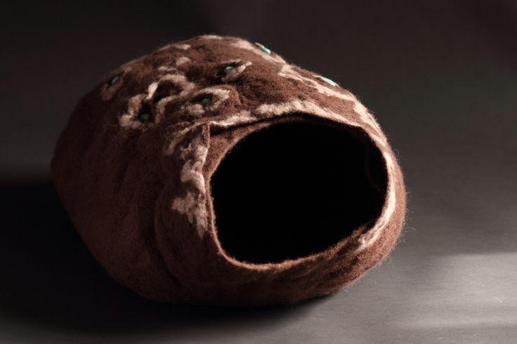 "Cat cave, Koci Domek ""Czekolada ze szczyptą howlitu"""