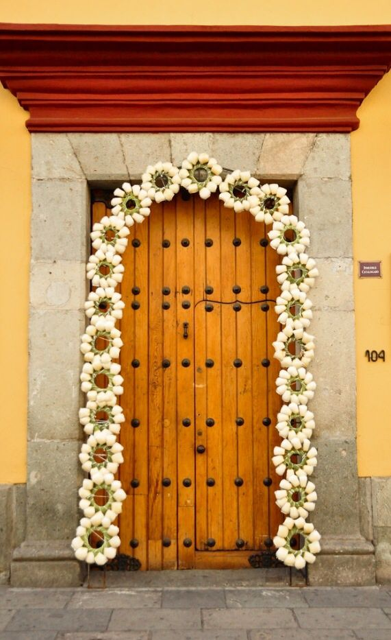 Mexican decor: how cute is this? Doorway in Oaxaca, Mexico. I'd knock on that door!