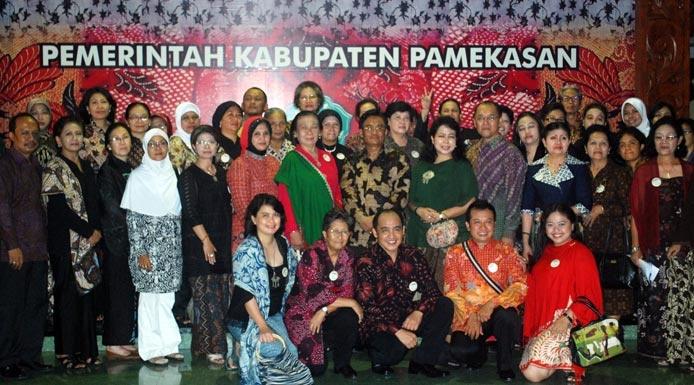 Batik Lovers fron Jogyakarta visiting Madura