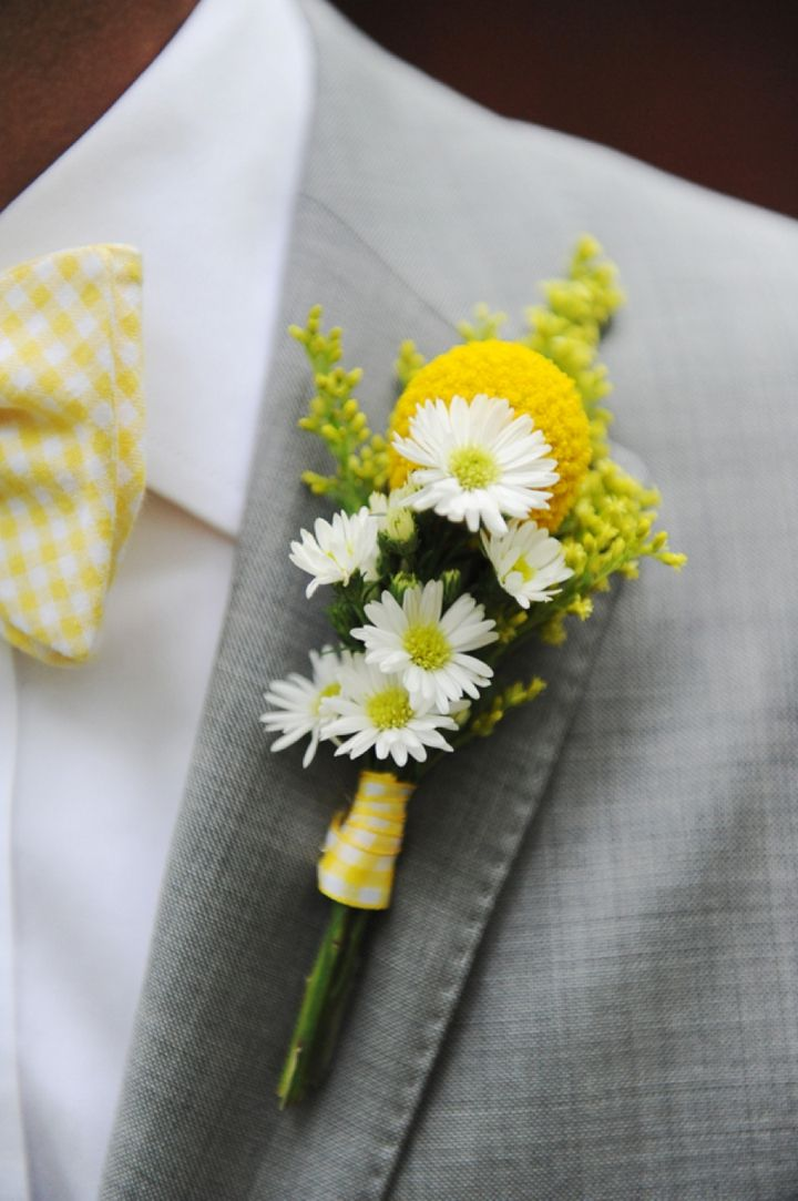 Prendido amarillo y blanco con craspedia y margaritas :: Fun and Bright Yellow and Gray Wedding