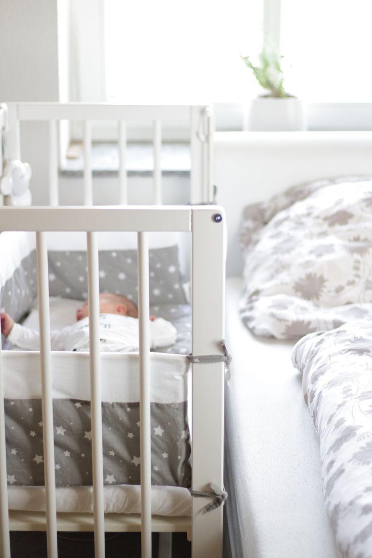 Der Erste Schlafplatz Fur S Baby Im Little World Beistellbett Mary Loves Beistellbett Elternzimmer Beistellbett Baby