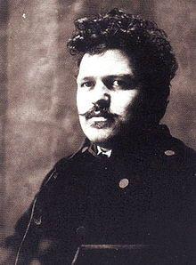 Antonín Slavíček *1870, Praha –1910, Praha byl český malíř. Jedná se o vrcholného představitele českého umění kolem roku 1900, který vyšel z odkazu náladového realismu, ale již roku 1898 začal tvořit obrazy barevnou skvrnou, chvatnou i rozechvělou, která vyvolává dojem pohybu a víření. Byl mistrem v zachycení světla a stínu. V pozdějších letech se setkal s francouzským impresionismem, ten jej však neovlivnil. V pozdějších pracích je patrné uvolňování stylu. – Wikipedia
