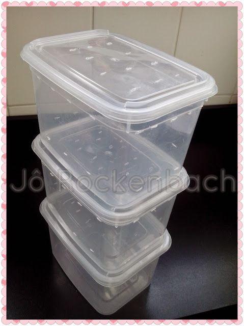 Composteira  ou Minhocário são recipientes ou até buracos no chão para transformar cascas e folhas em substrato nutritivo para as novas pla...