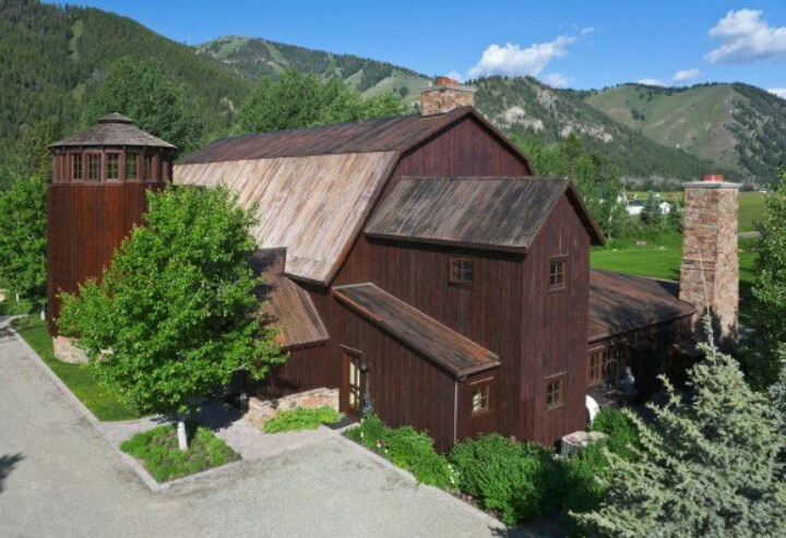 1800 S Barn Turned Into Family Home Barns And Sheds
