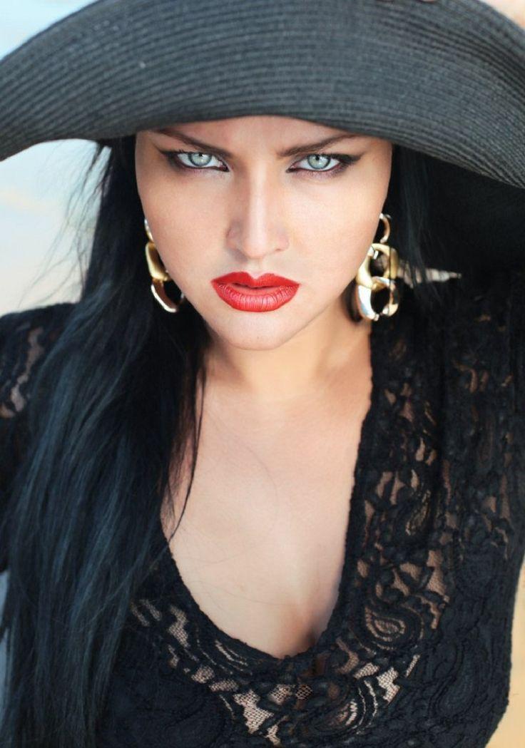 Esta chica rusa no encaja en el estereotipo de belleza 90 - 60 - 90, ¡pero esto no le impidió conquistar el internet! :: Holahola