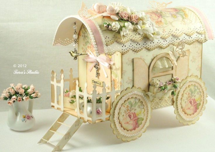 Paper Wagon Vintage Beautiful wagon style, made of thick paper, next to cardboard. It is a delicacy that brought you to enjoy and make for decoration or gifting a special person.