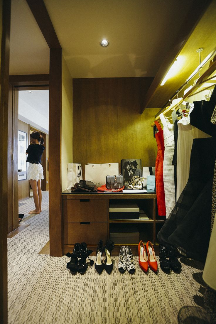 Get ready for a Grand night out with blogger Melissa C. Koh in her suite at Grand Hyatt Singapore.