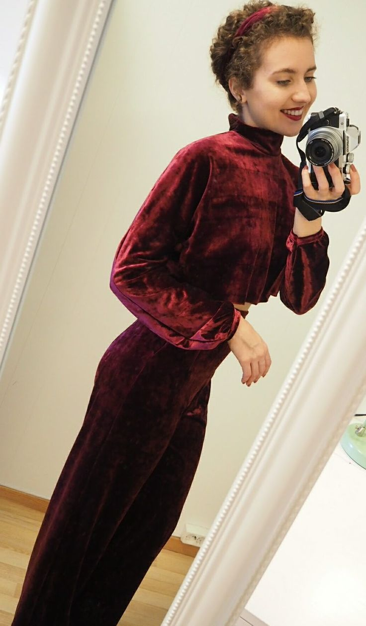 DIY Red Velvet Pants - diy velvet outfit, diy velvet clothes, velvet pants, vlvet top