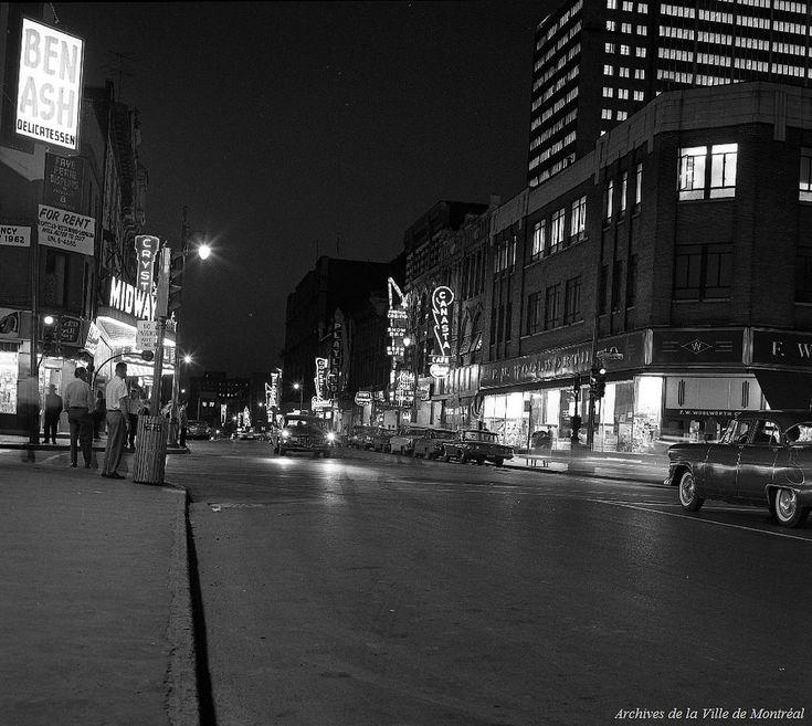 https://flic.kr/p/BzFaoi | Intersection St-Laurent et Ste-Catherine. – 1961. Photo par Yvon Bellemare. VM94-A0031-001. Archives de la Ville de Montréal.